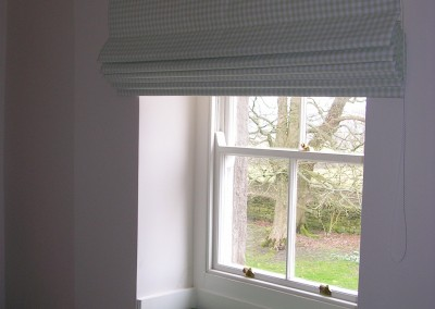 Guest bedroom - roman blind and a window seat
